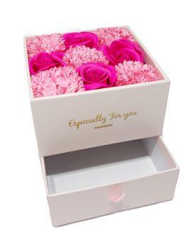 Cutie cadou pentru bijuterii cu 9 flori de sapun Roz